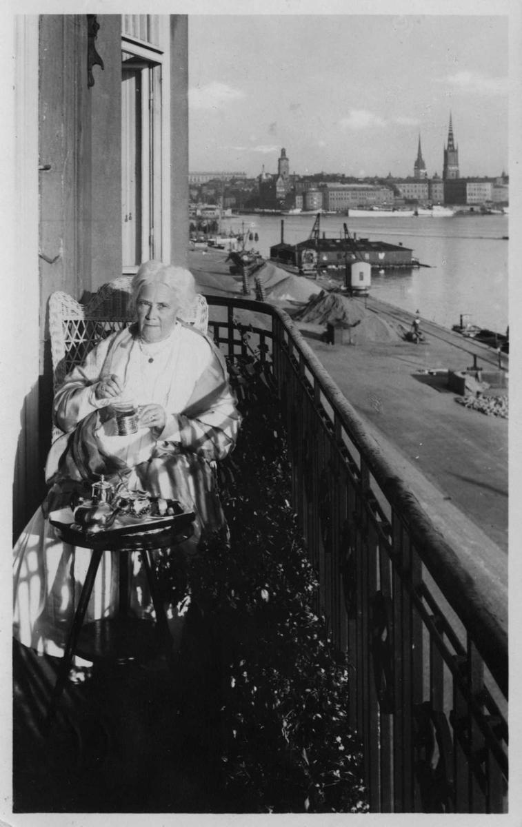 Kvinne, balkong, havn, postkort,