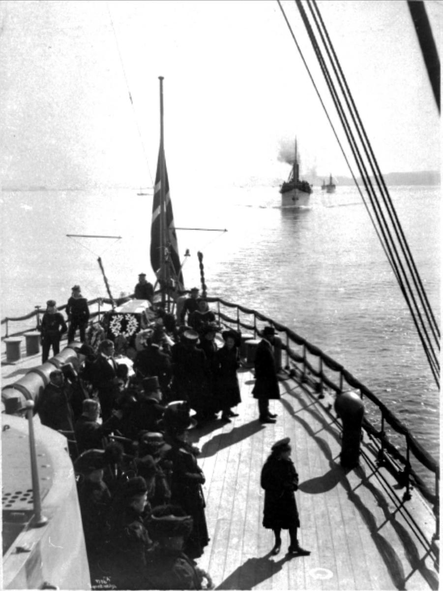 Panserskip, Norge, folk, flagg, båre
