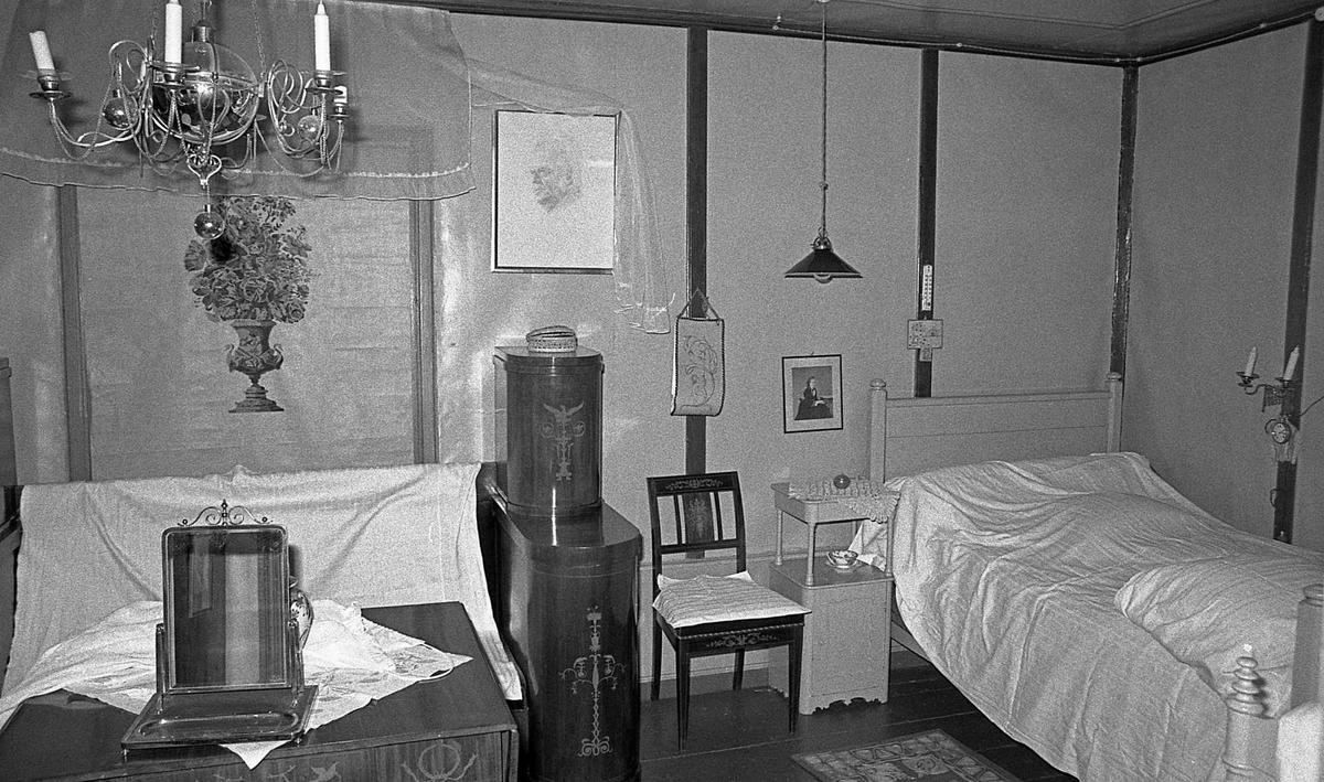DOK:1971,soveværelse, stol, seng, lampe,