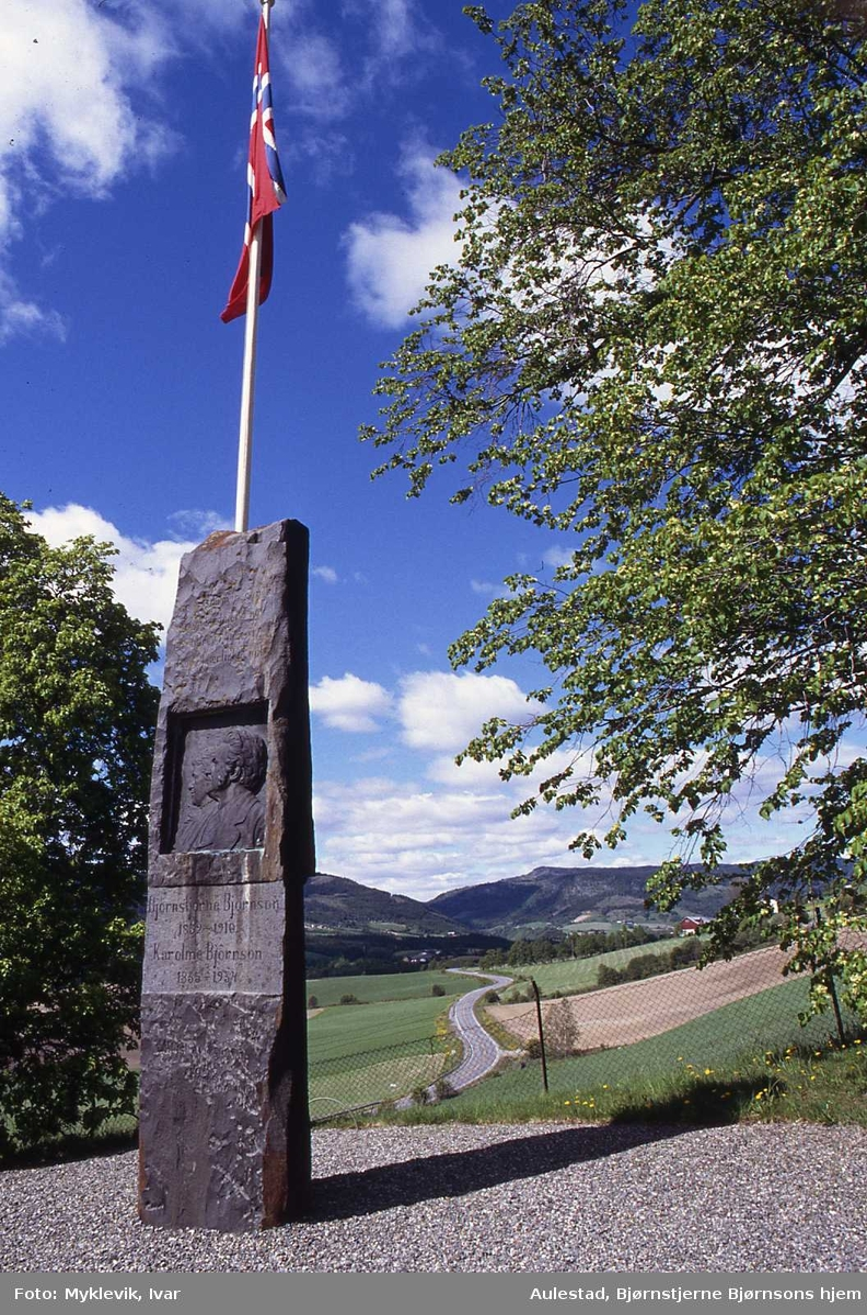 DOK:1990,17. mai, bauta, flagg,