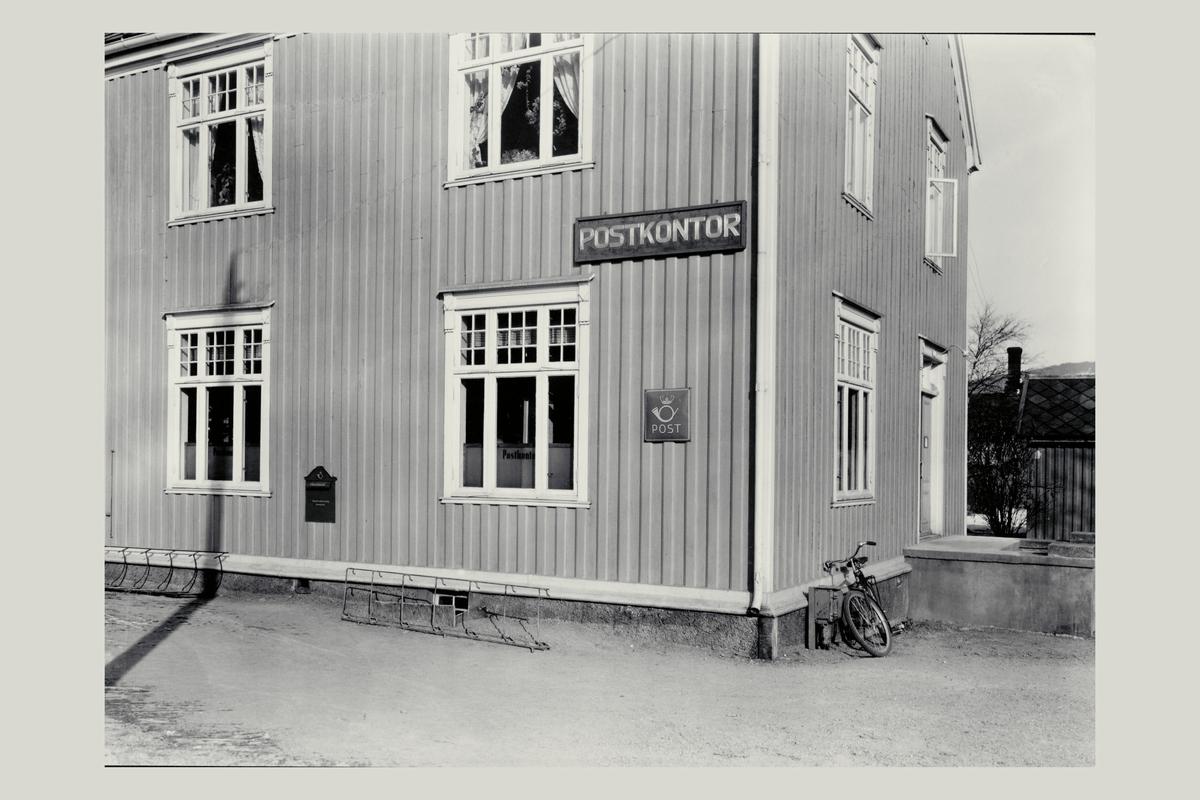eksteriør, postkontor, 7500 Stjørdal, postskilt, innstikkpostkasse