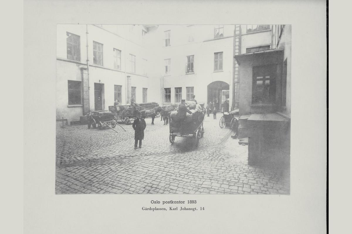 eksteriør, postkontor, Oslo, gårdsplassen, Karl Johansgate 14, år 1893