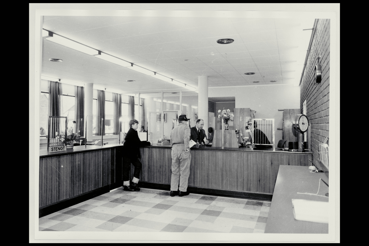 interiør, postkontor, 7650 Verdal, publikumshall, ekspeditør, kunder, vekt