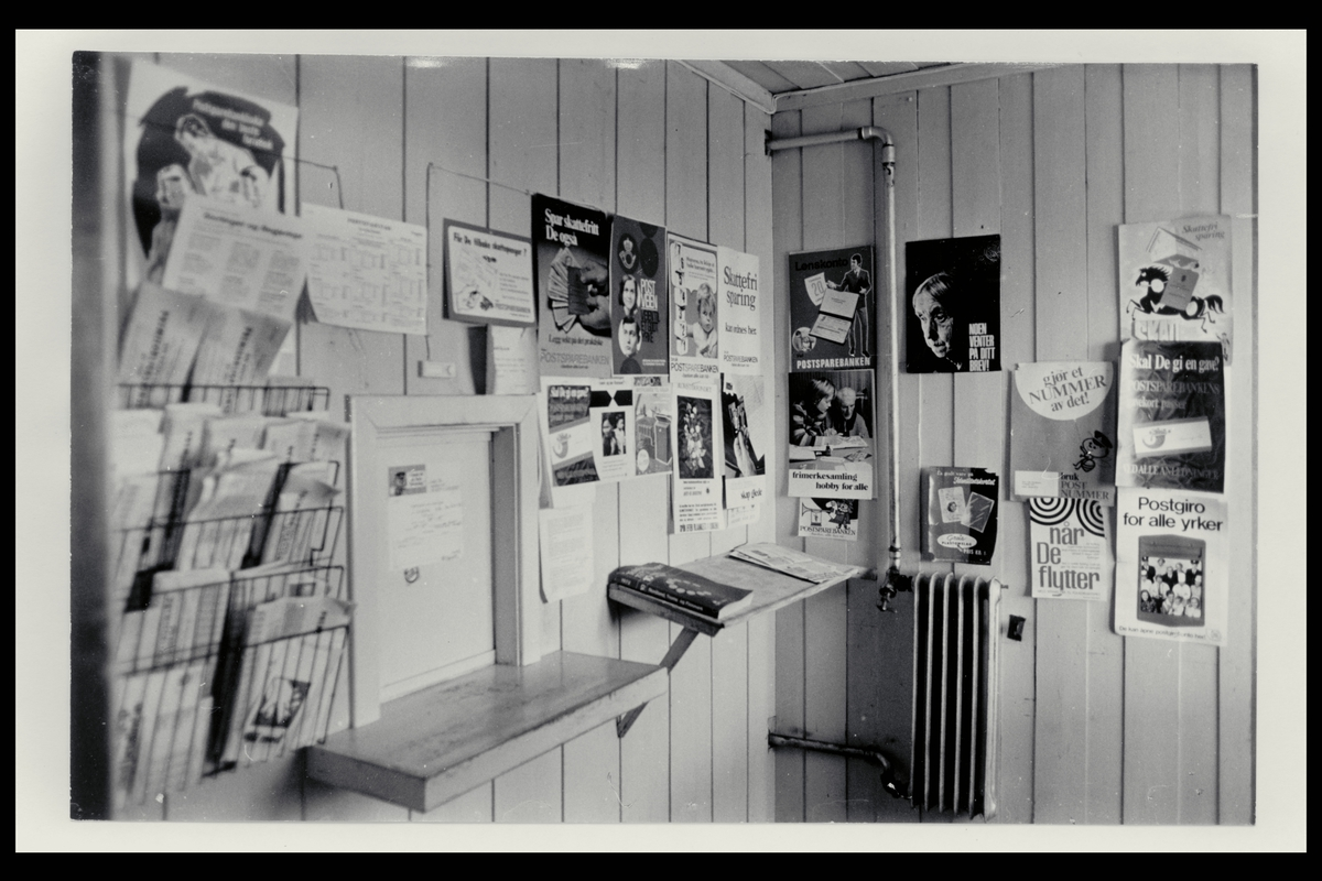 interiør, postkontor i Nord, luke, plakater