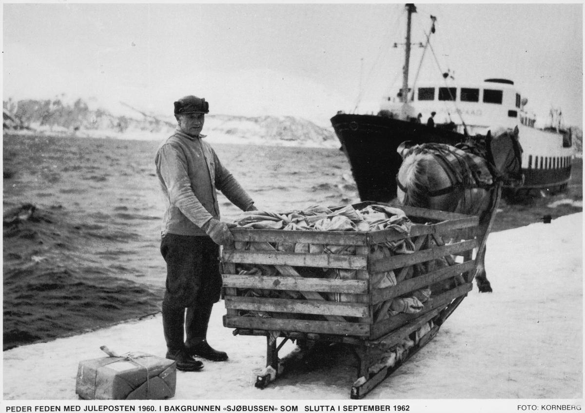 """transport, hest med slede, post, postsekker, mann, båt """"sjøbussen"""" Hjørungavåg, posttransportør, inn til Volda"""