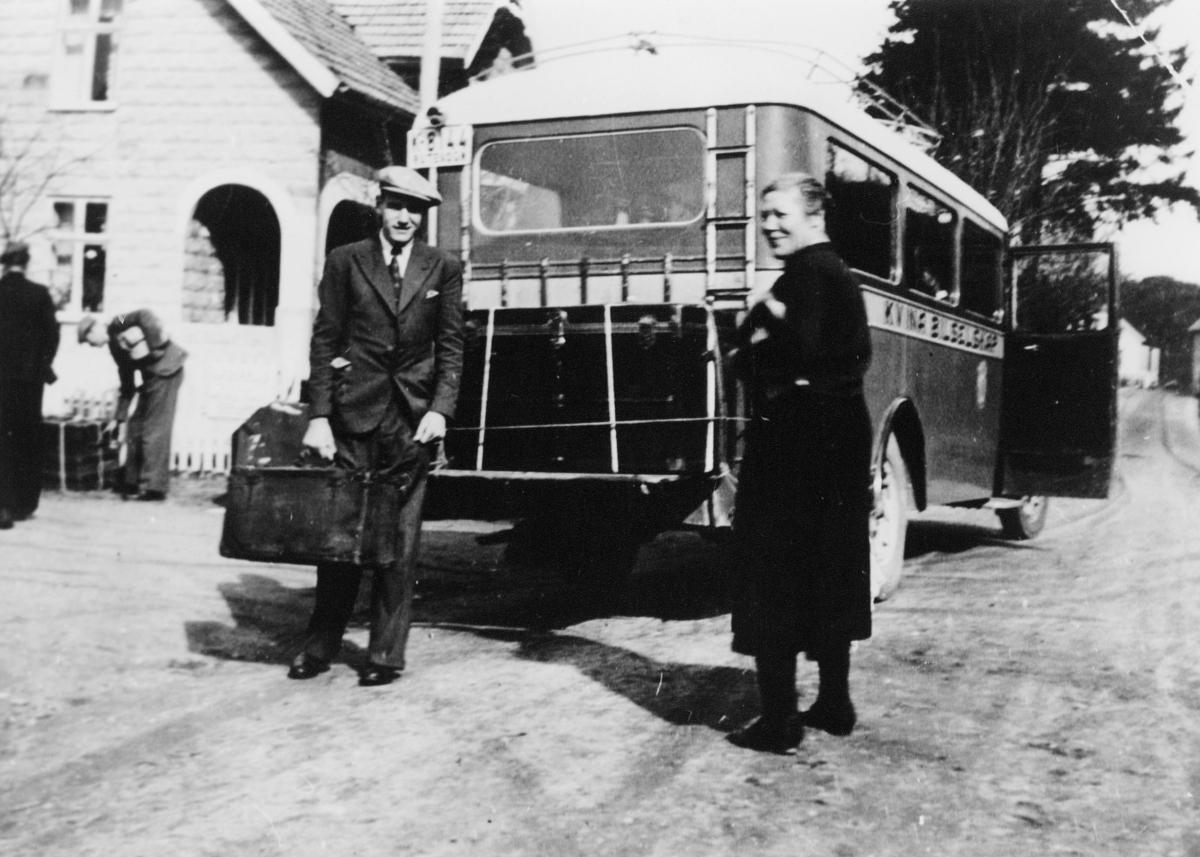 transport, buss, Kvina bilruter, posten ankommer, to menn