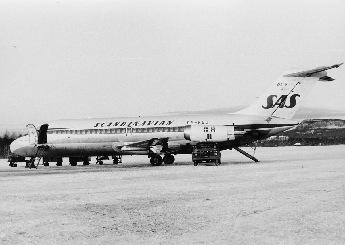 transport, fly, Oslo Lufthavn, OY - KGD DC - 9 SCANDINAVIEN SAS, på bakken