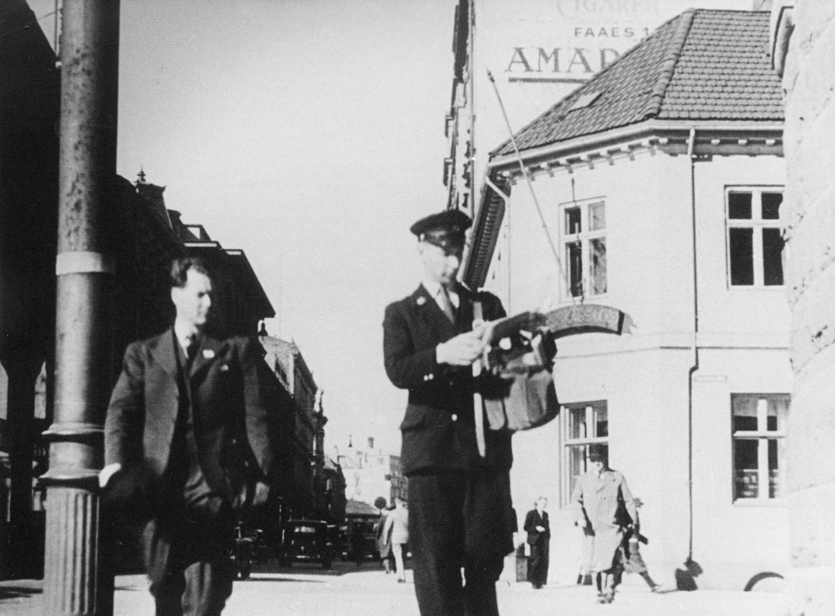 postbud, Oslo, postveske, uniform, postombæring i 1930 årene