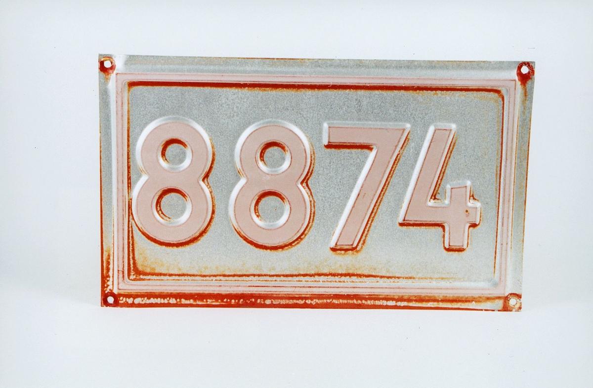 Postmuseet, gjenstander, skilt, stedskilt, nummerskilt,  8874 Aursletta.