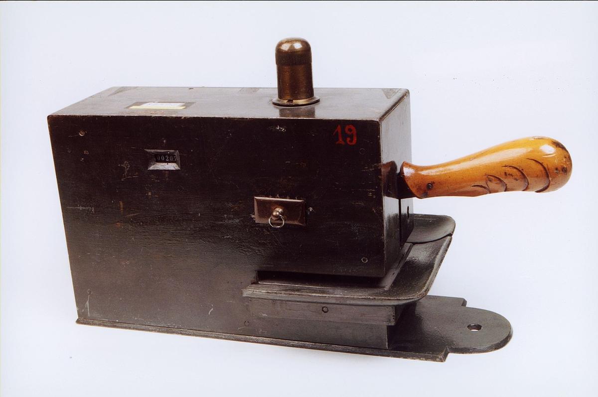 postmuseet, gjenstander, frankeringsmaskin, Uchermanns frankeringsmaskin, verdens første frankeringsmaskin