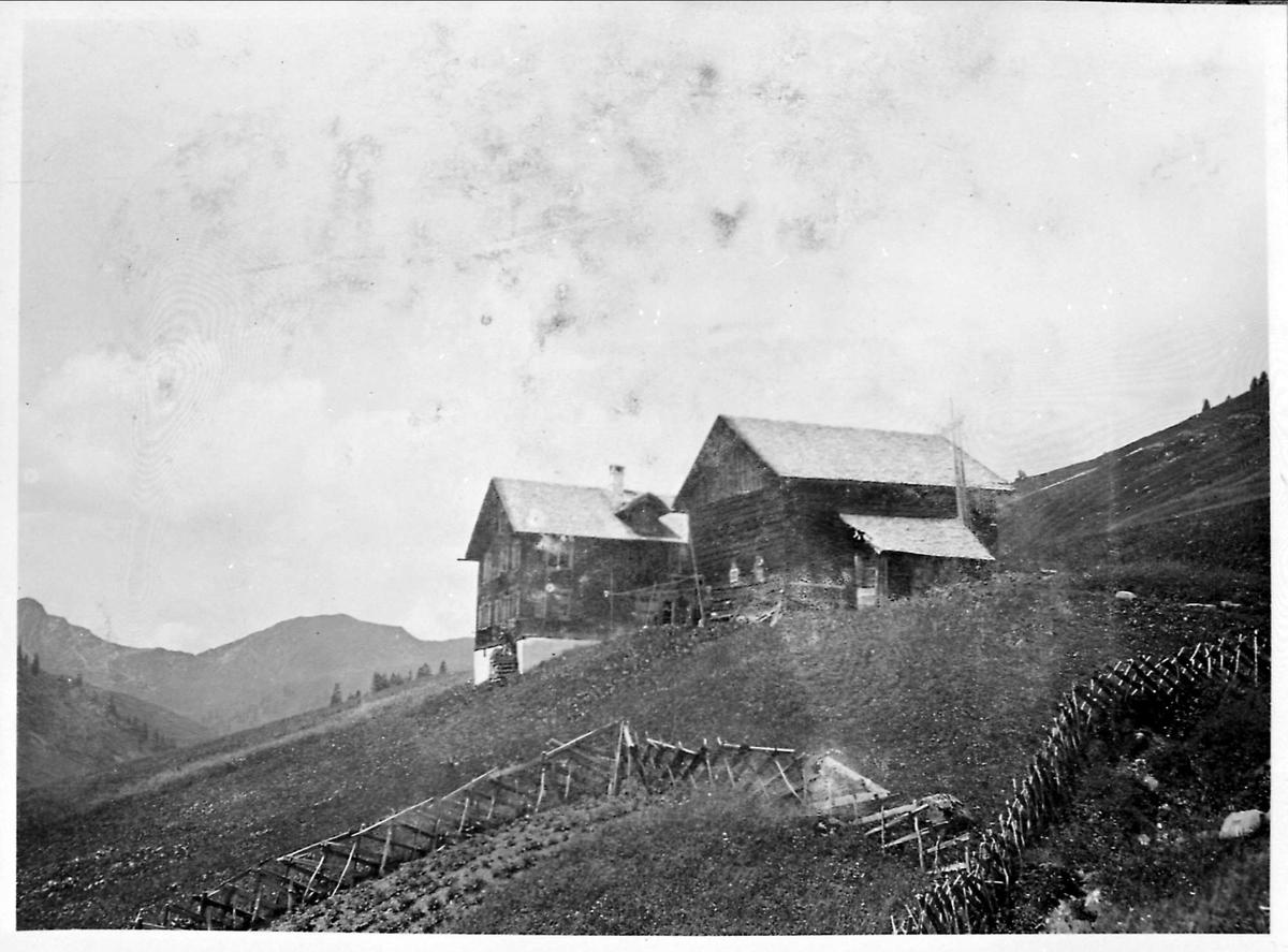 Gard, tømmerhus, fjell