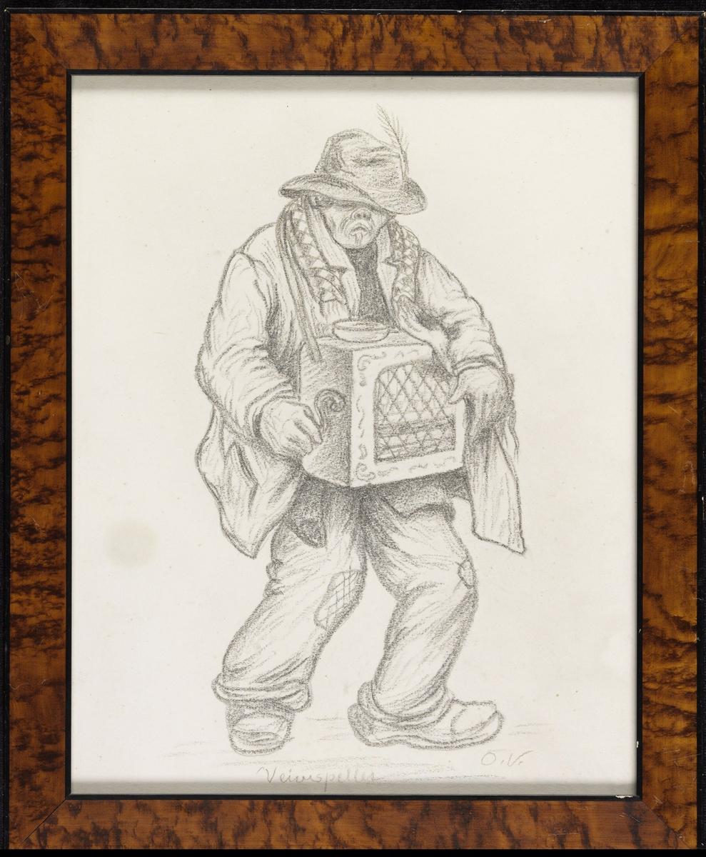 Mann, noe høyrevendt., lirekasse i bånd om halsen; gamle. lappede klær