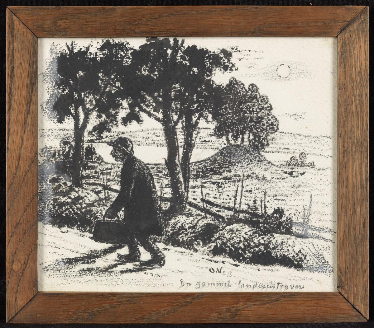 Vei m. trær, utsyn over vann og åser, i forgr. mann, gående, venstreprof., m. vadsekk