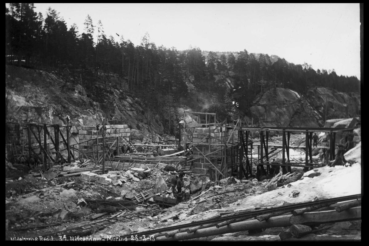 Arendal Fossekompani i begynnelsen av 1900-tallet CD merket 0565, Bilde: 66 Sted: Nisser Beskrivelse: Damarbeid