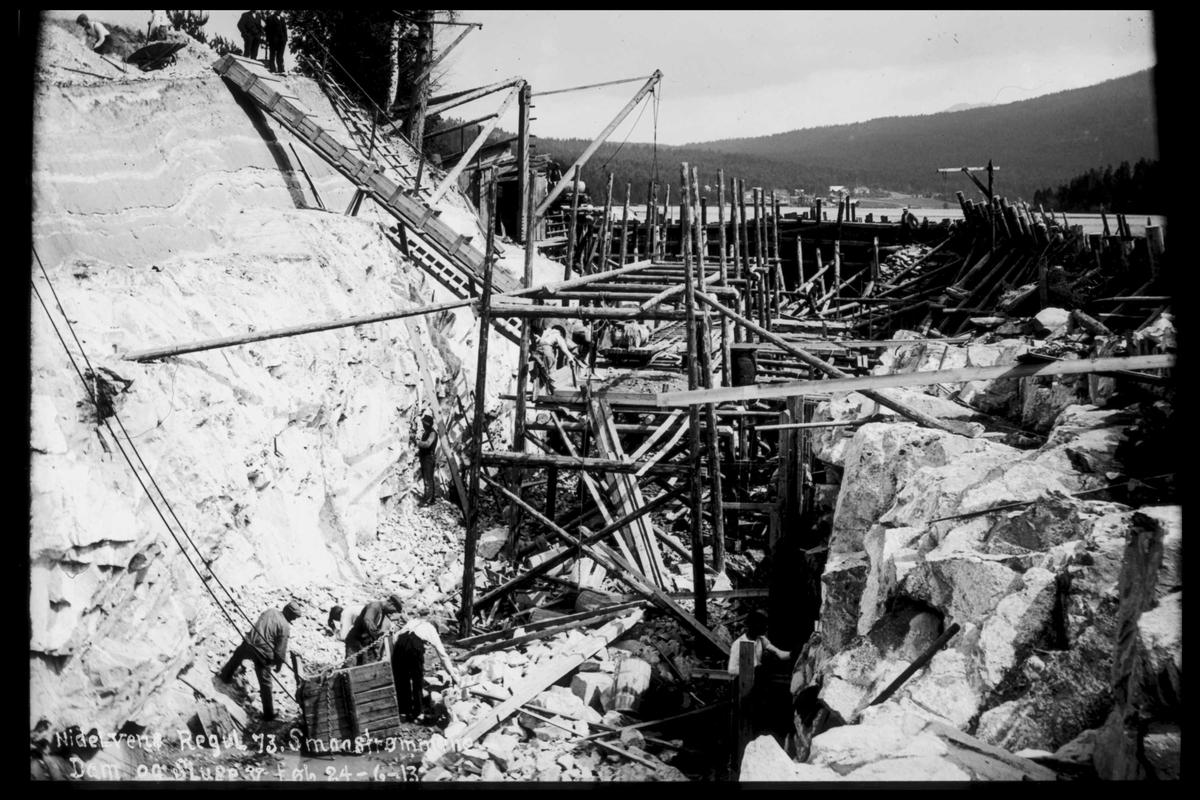 Arendal Fossekompani i begynnelsen av 1900-tallet CD merket 0565, Bilde: 71 Sted: elva Beskrivelse: Regulering Småstraumene dam og sluser