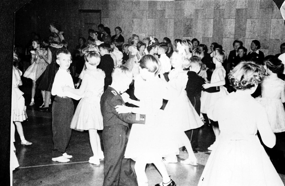 Danseskoleball