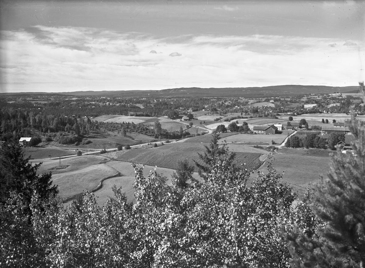 Utsikt mot Sundet fra Elstad. Etter 1947 – da ble veien fra Elstadvaet og til Veng gård ferdig.