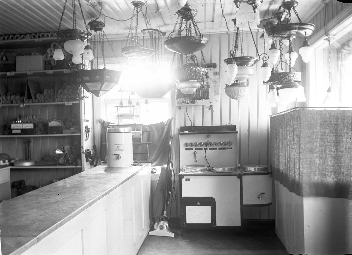 Kr. Tønsaker Elektrisk forretning startet i 1922 i Sundtgården