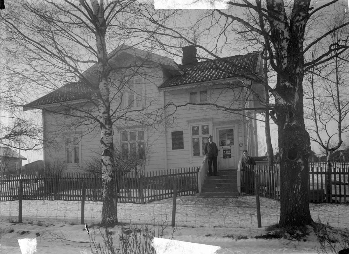 Nordby-butikken på Teie. Rolf Nordby til høyre, far hans til venstre ?