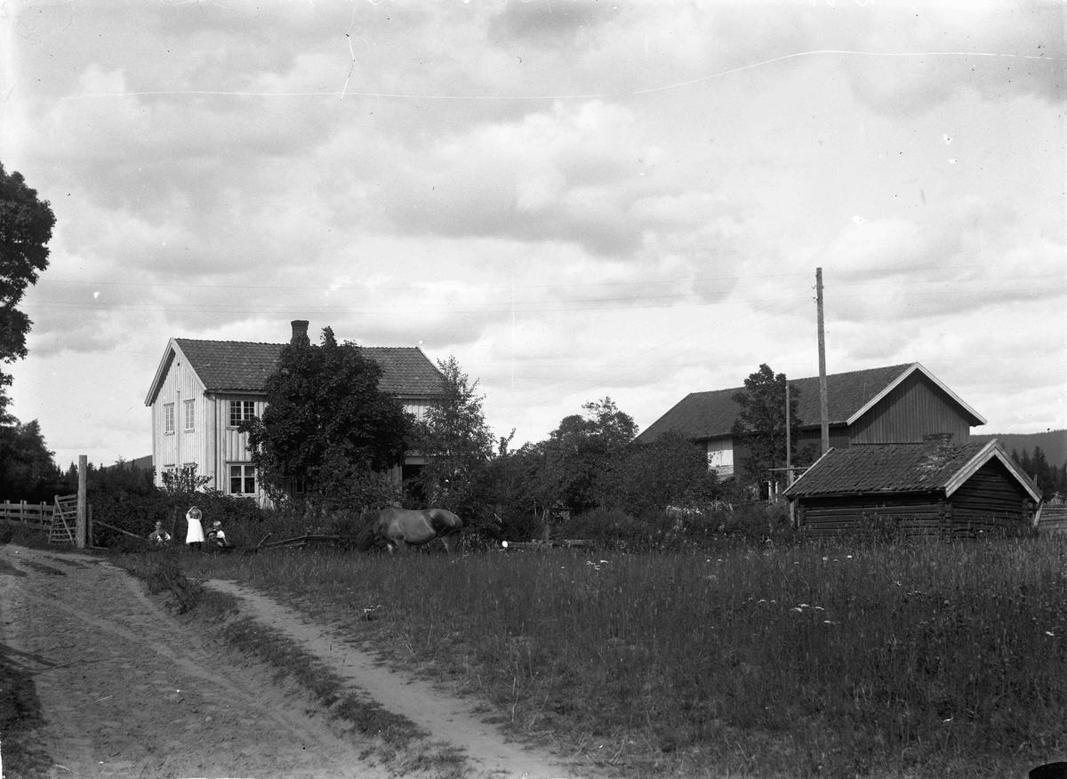 Hans Bergstrøm, Dokken - gården. 1917 - 1918
