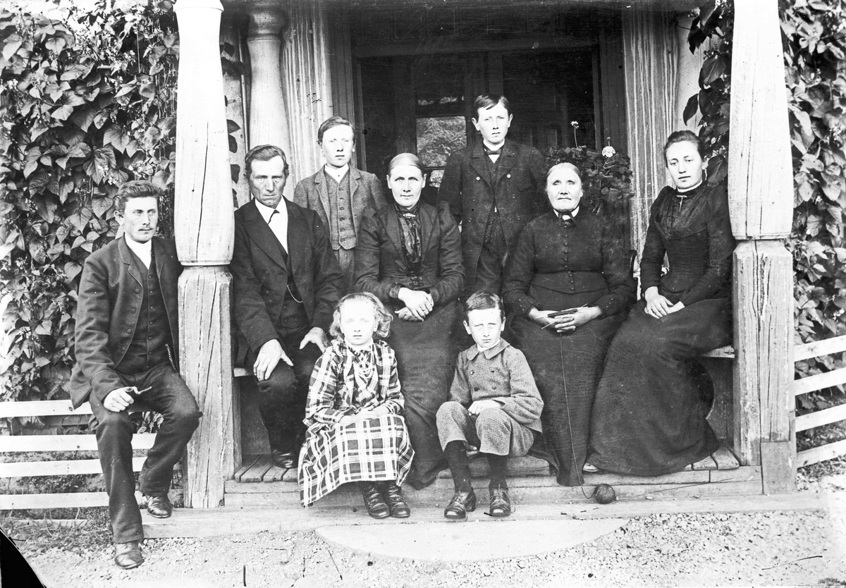 O Hoel, Holt - familiegruppe