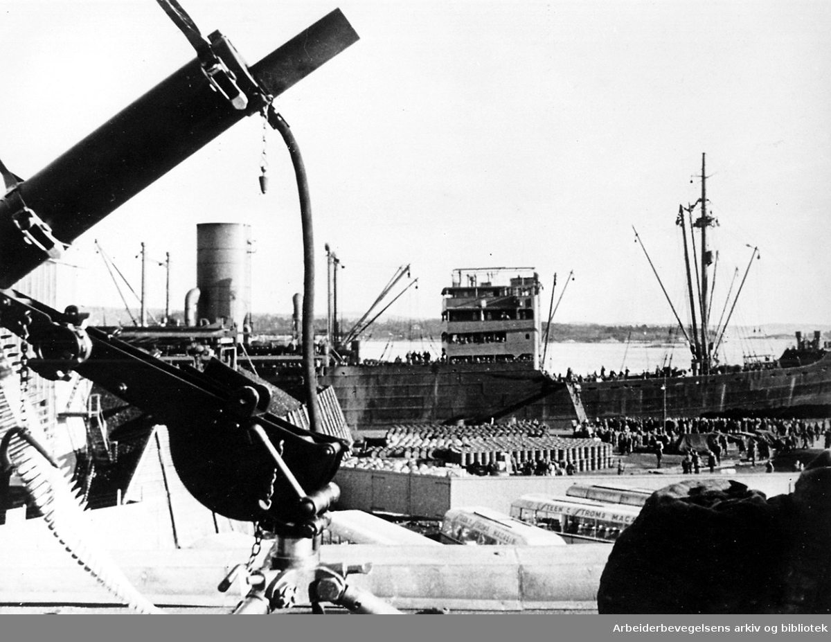 Tyske troppetransporter ved Grønlia, Oslo havn, .1941