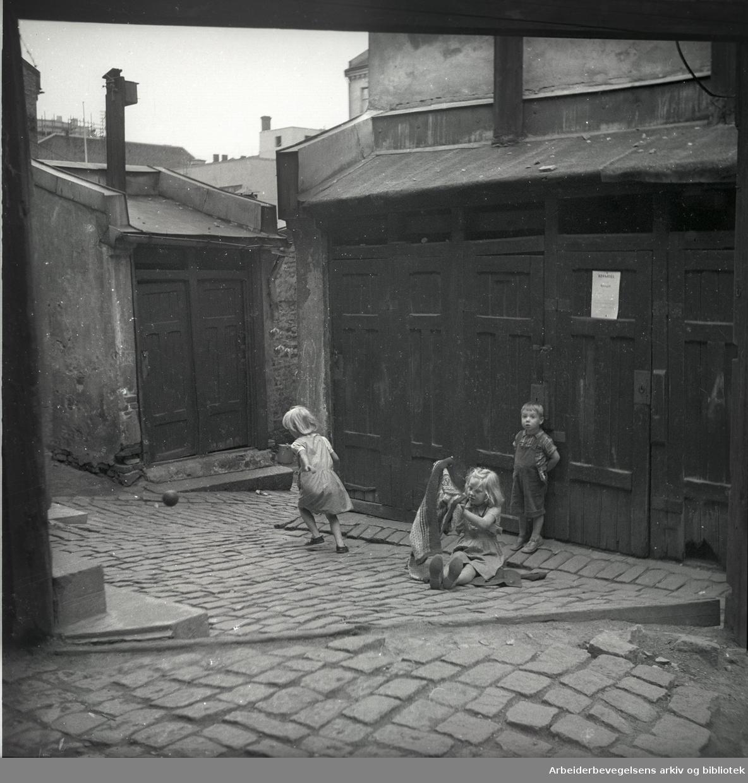 Bakgård i Lakkegata 26. Juli 1949