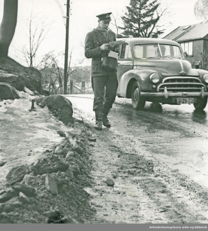 Postbud i Økernveien i området mellom Store Ringvei og Grenseveien,.januar 1965