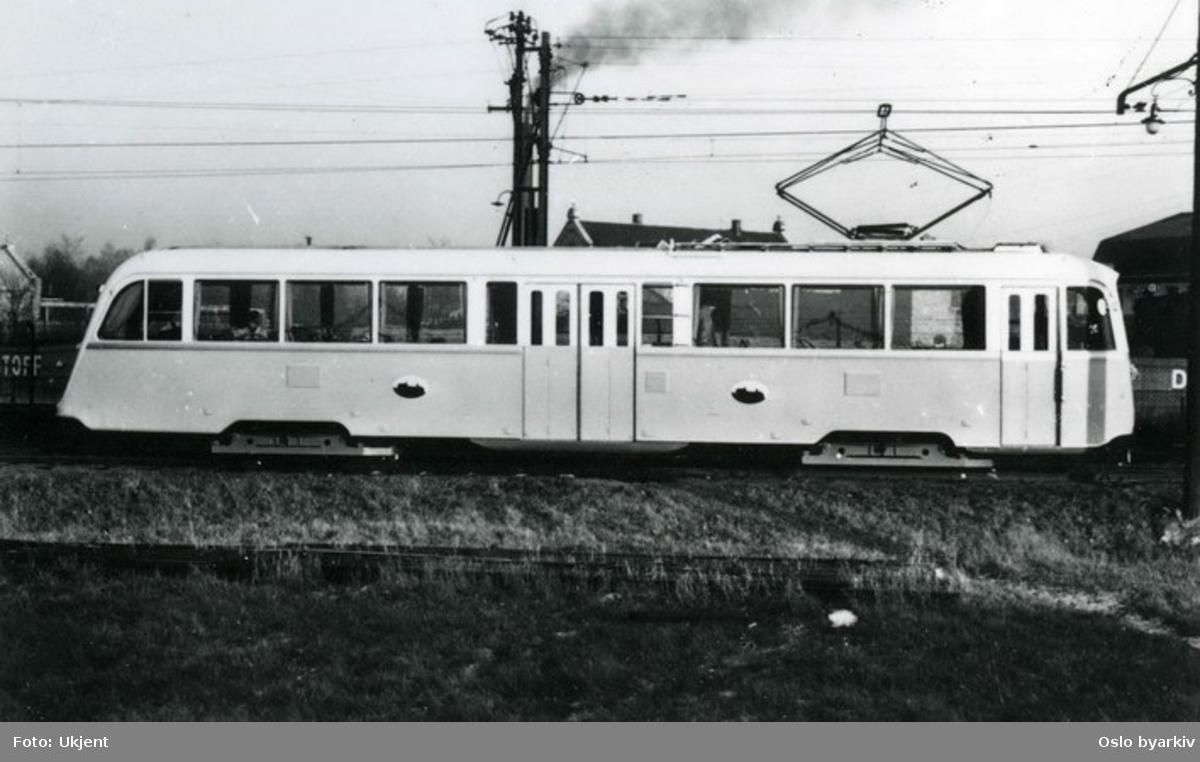 Oslo Sporveier. Den første vogn av type B (seinere B1), nr. 184, under prøvekjøring på Østensjøbanen i november 1938. B-vognene hadde elektrisk utstyr fra Metropolitan-Vickers.