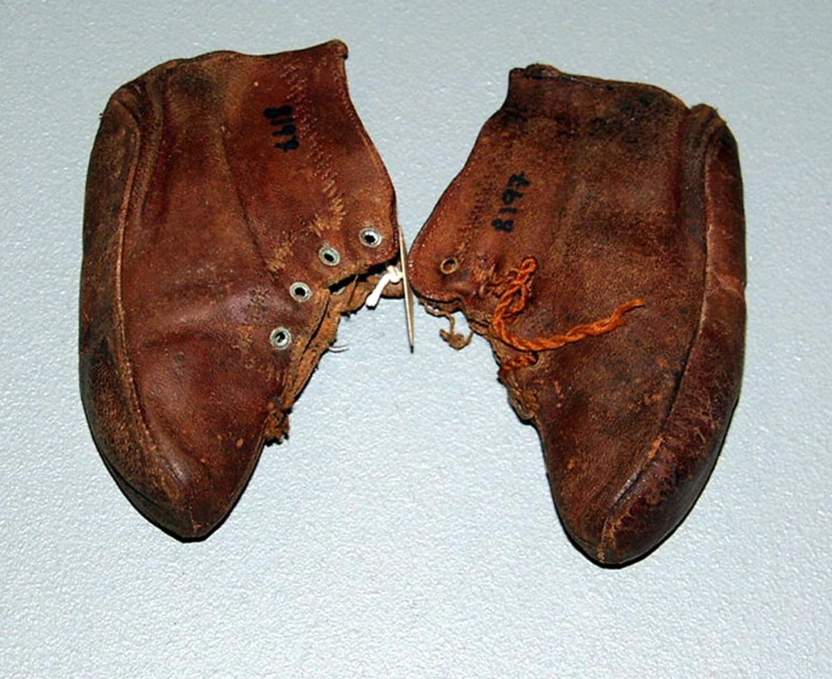 Form: Håndgjort barne tøffel-sko
