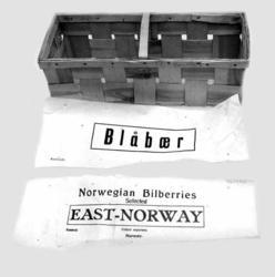 Blåbergkorg med dekkpapir