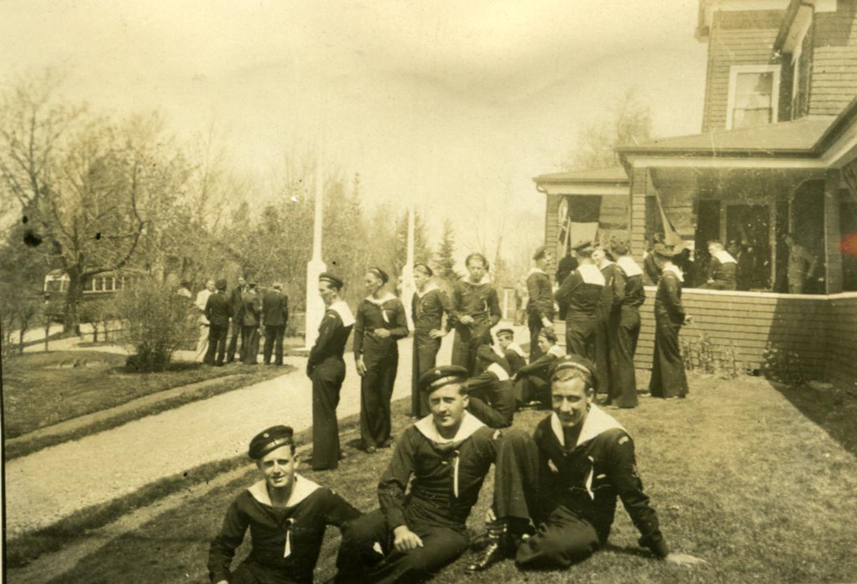 Album Ubåtjager King Haakon VII 1942-1946 17.mai feiring1944 i Chester og Halifax.