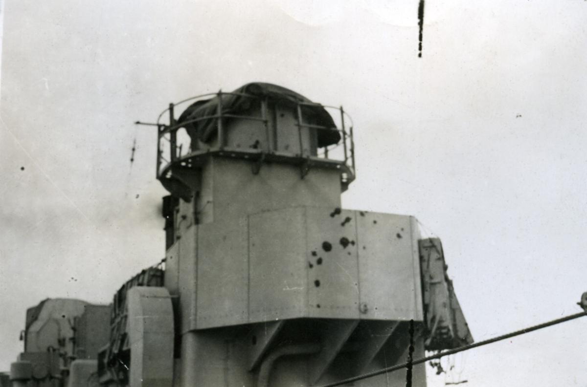 """Album Glaisdale H.Nor.M.S. """"Glaisdale"""". Fotograf: Knutdzon. En del av skipet."""