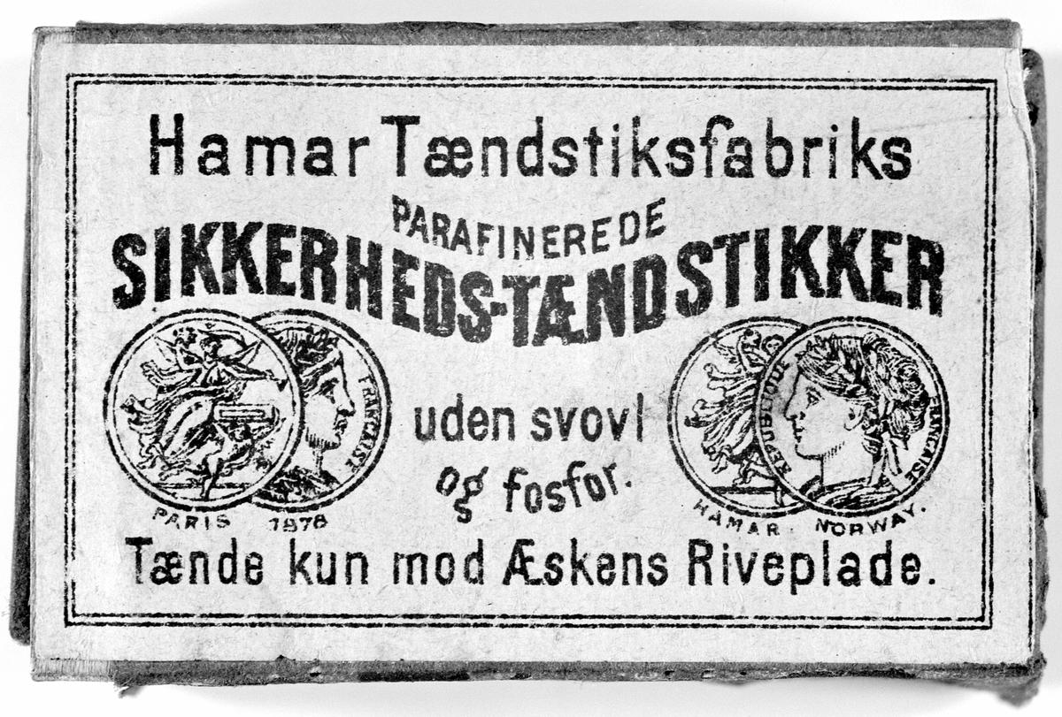 FYRSTIKKESKE, ETIKETT, HAMAR TÆNDSTIKSFABRIKS PARAFINEREDE SIKKERHETS-TÆNDSTIKKER, UDEN SVOVL OG FOSFOR, FYRSTIKKFABRIKK.