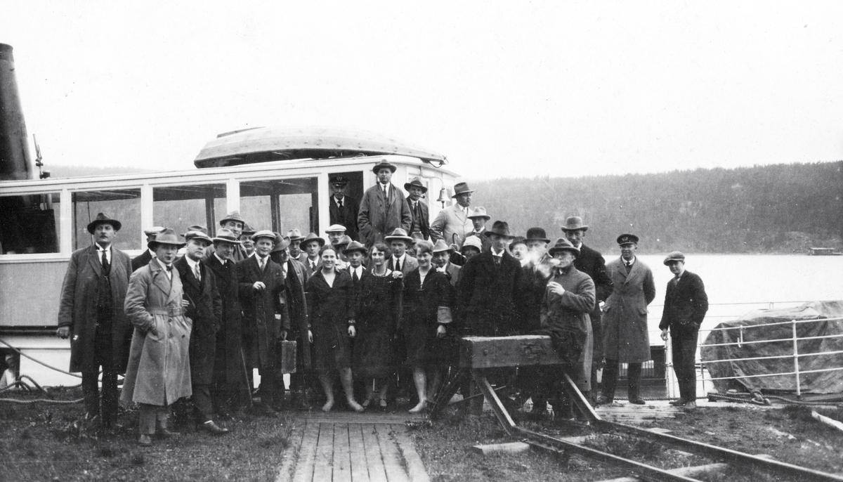 Fra pressens befaring på Urskog-Hølandsbanen og Haldenkanalen 2.6.1927.