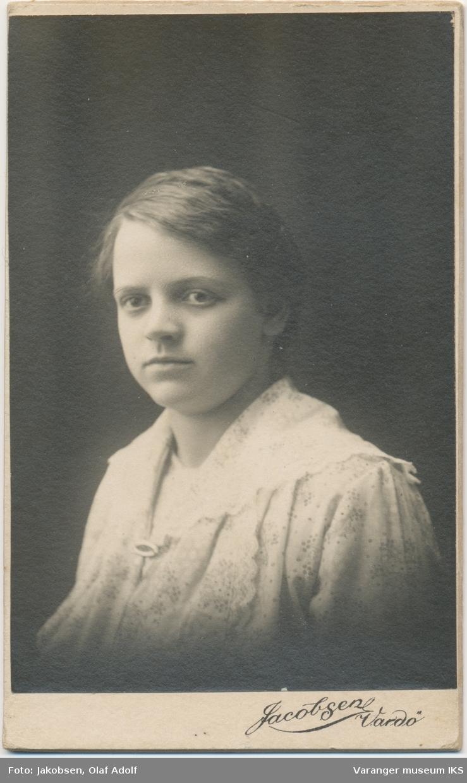 Portrett, Nikoline Iversen