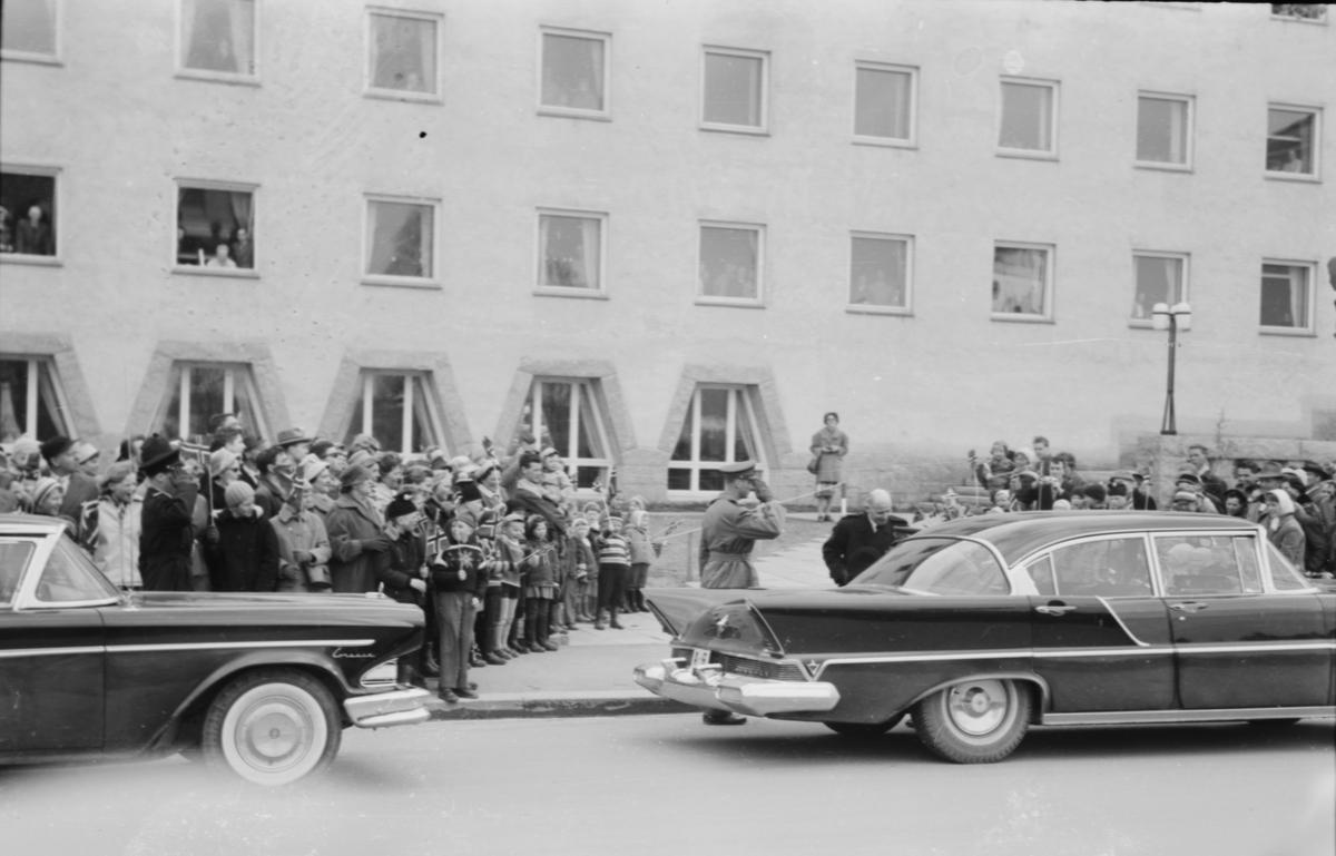 Fra kongebesøk i Elverum i april 1960, ved 20-årsmarkeringen for 9. april 1940