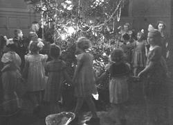 Forskjellige optagelser fra: Juletræfester. 1939.