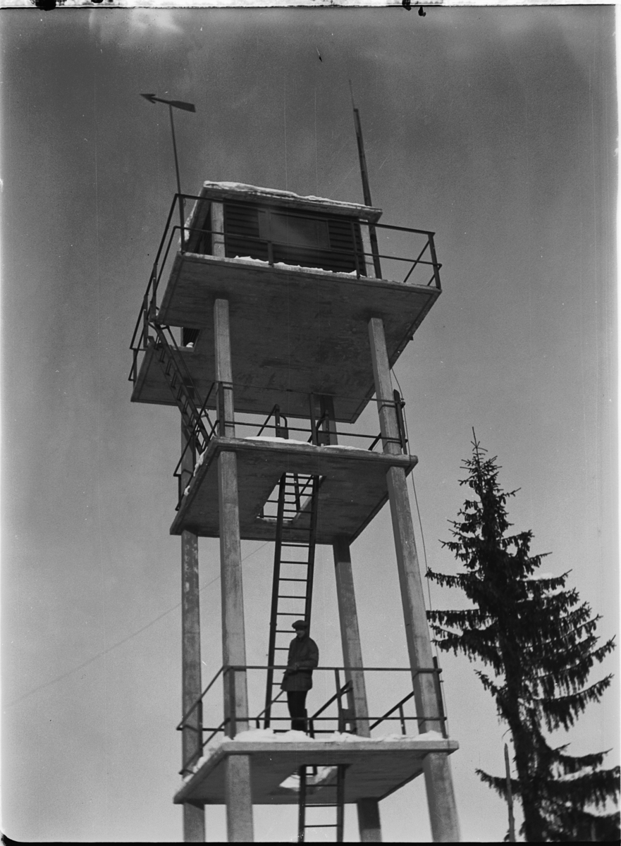 BRANNTÅRN, antatt SAVALSETRA i Løten, BRANNTÅRN BYGD I 1936.