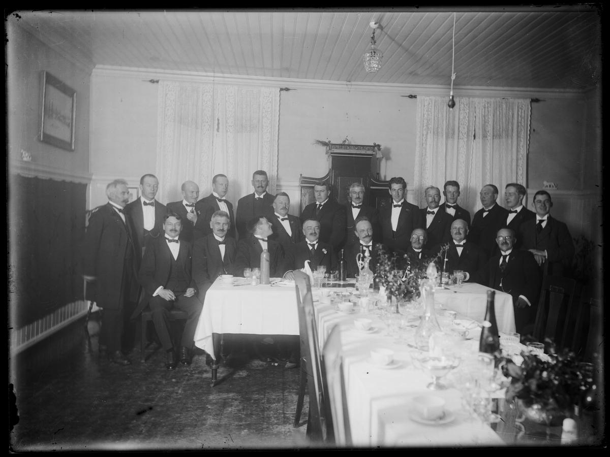 Bilde fra middag i bridgeklubben Blott til Lyst, Røros 1921