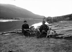Barket tømmer ved Glomma, tømmermålere med merkeøkser, Berge