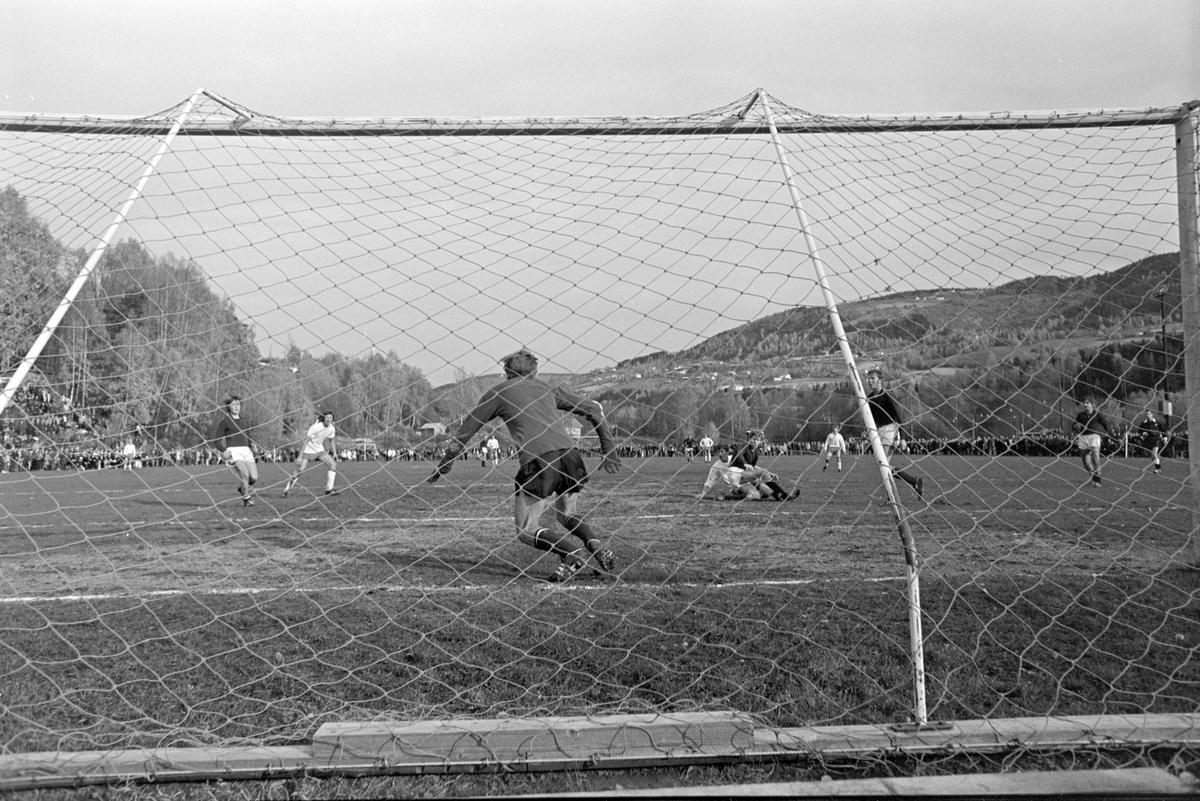 NM Fotball Sveum. Brumunddal. Norgesmesterskapet. Juniorfinalen 11. 10. 1970.  Brumunddal IL -Viking, Stavanger.