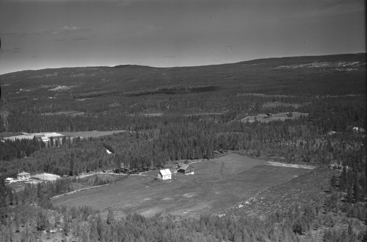 """Norstad (Gnr 40/36) i Nordskogbygda (Hernesvegen 1325). I venstre bildekant Korsvoll (Gnr 151/40) og lengre bak Snippen (Gnr 129/17). Dette er i krysset der Julussdalsvegen tar av fra Gamle Trysilveg (""""Hernesvegen"""")."""
