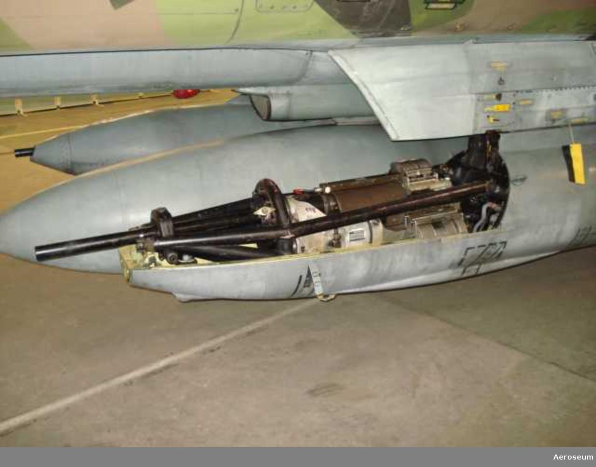 I kapseln ingår: 30 mm automatkanon M 55 V nr 548, eldrör till 30 mm automatkanon nr 1611 S, elavfyringsdon nr 1002.