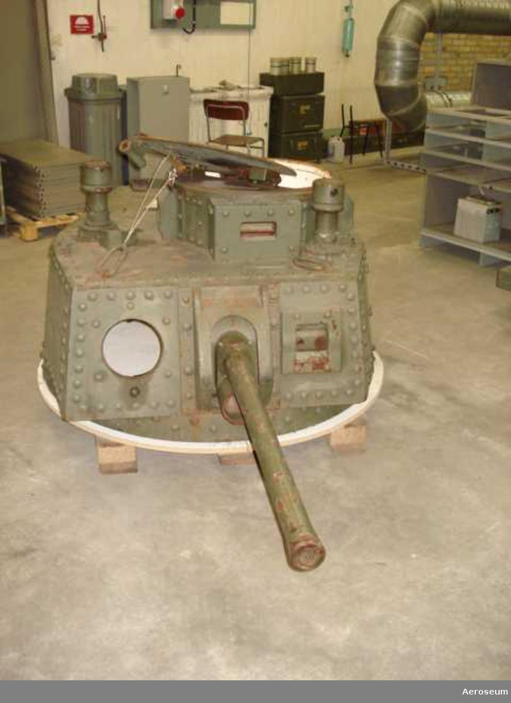 Bofors 37 mm kanon m/1938 i värnkanontorn m/1941, med pipa nr 152.