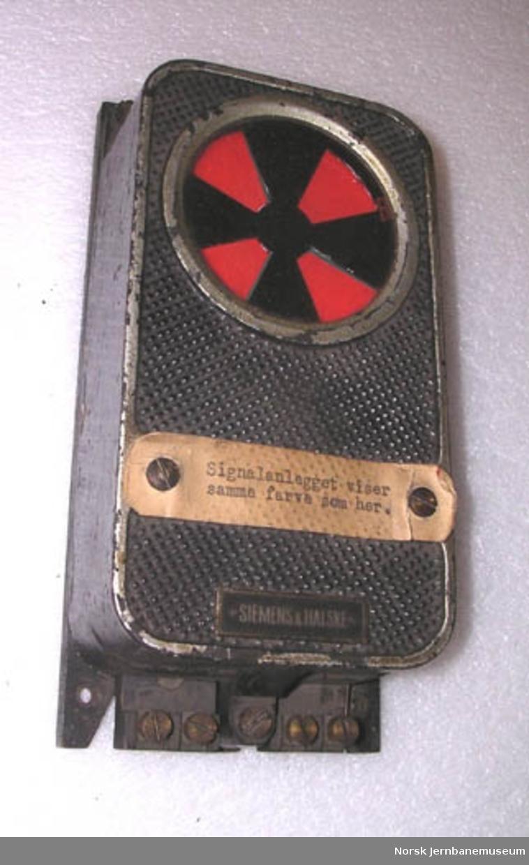Kontrollrelé for signal; i vinduet kan det gis grønt eller rødt signal - For signalgivning