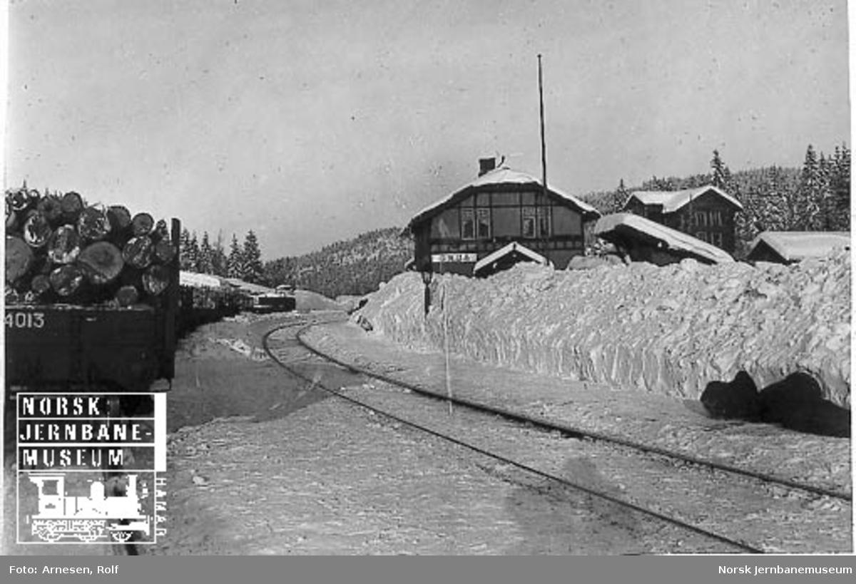 Grua stasjon med høye brøytekanter