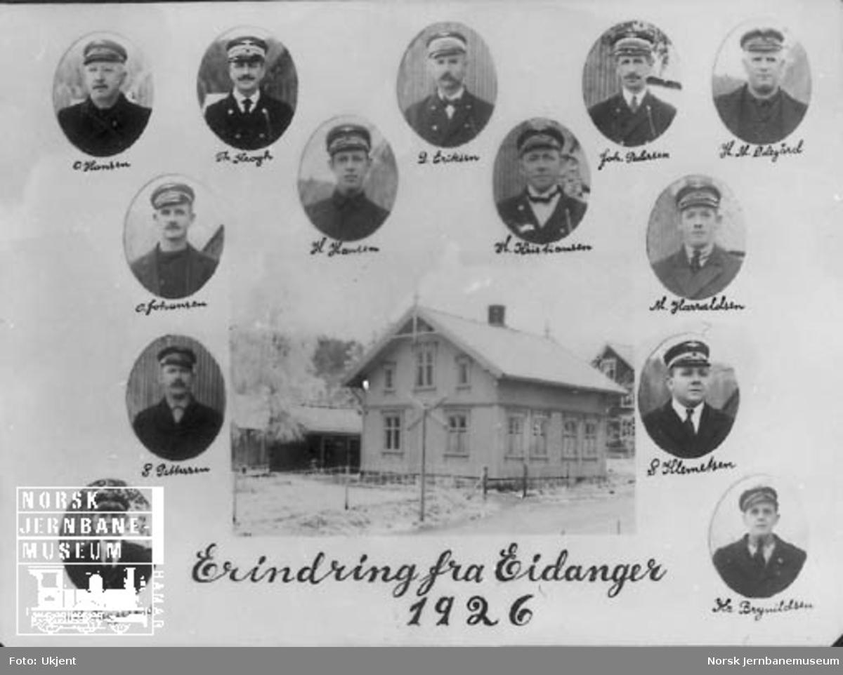 """Gruppebilde """"Erindring fra Eidanger 1926"""" med stasjonsbygningen og portrettbilder av 16 personer"""