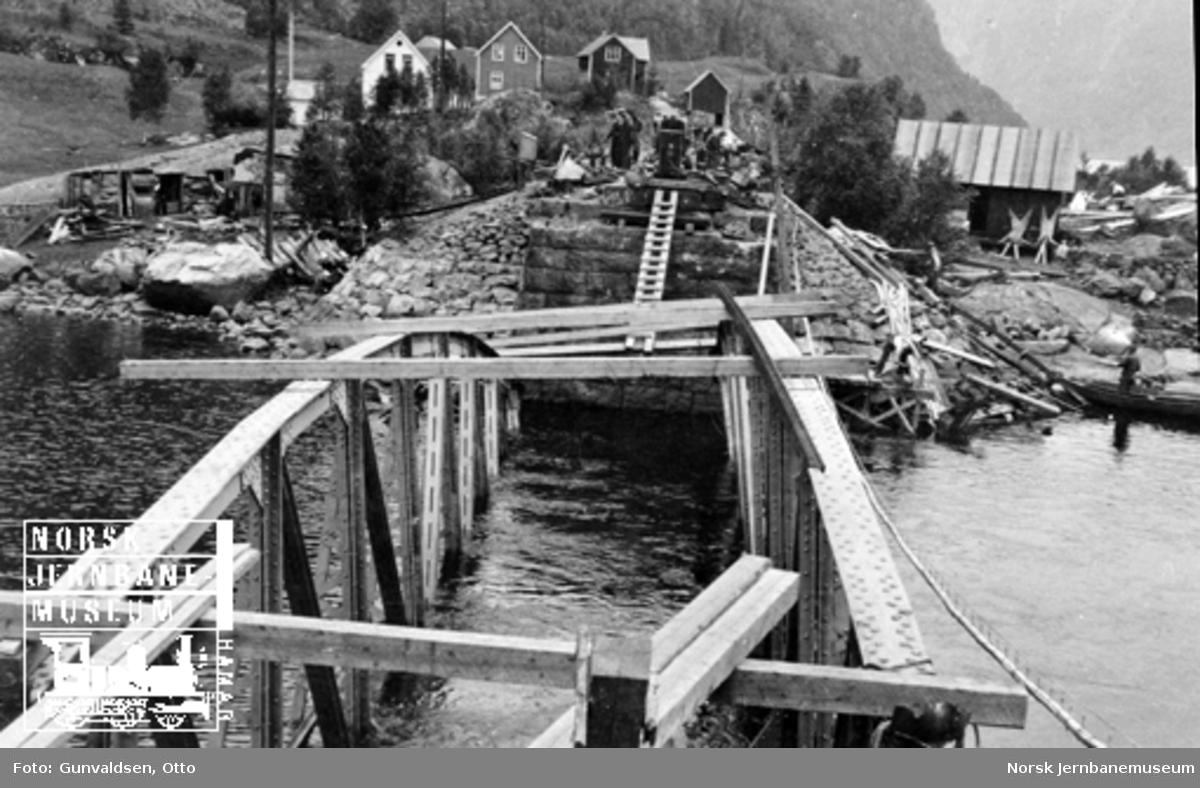 Stanghelle bru etter sprengning 23. april 1940