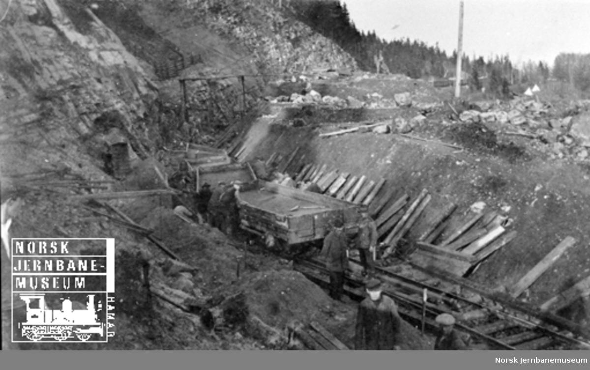 Smørstein-raset; utgraving av skjæring, trolig mot søndre tunnelinngang